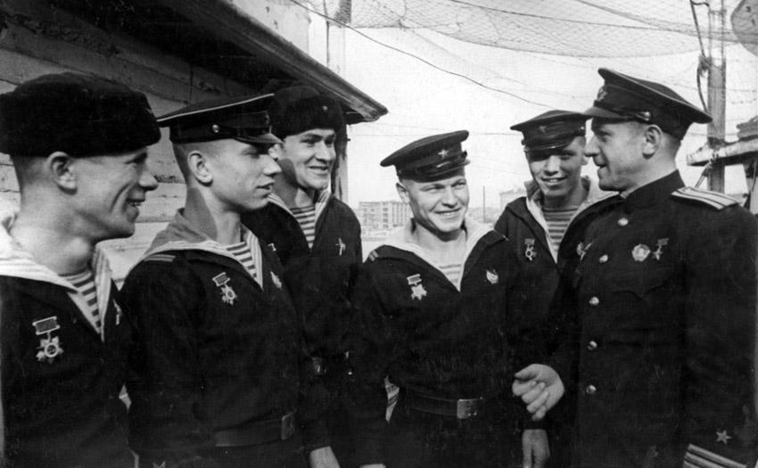 Осипов и экипаж Щ-406
